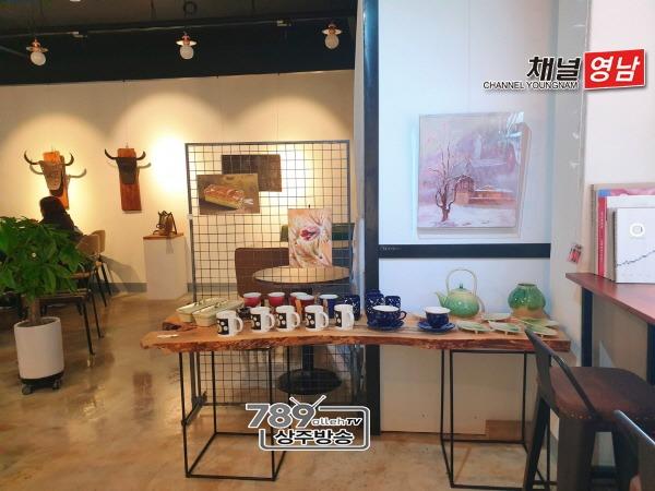 [사회복지과]4B 갤러리 카페 이웃돕기 성금 기탁(카페 바자회).jpg