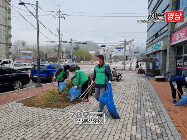 [신흥동]새마을남녀지도자협의회 경북대 원룸촌 환경정비.jpg